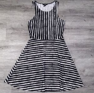 H&M Black and White Sleeveless Dress Sz S